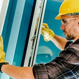 Ciepły montaż okien czy montaż standardowy? Wady i zalety