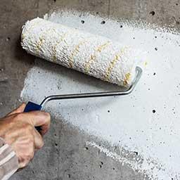 Gruntowanie ścian krok po kroku – kiedy i jak gruntować ściany?