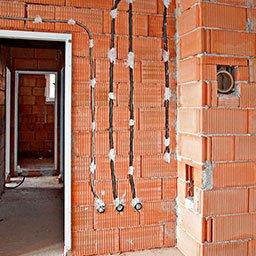 Instalacja elektryczna bezpuszkowa – jak wykonać instalację bez puszek?