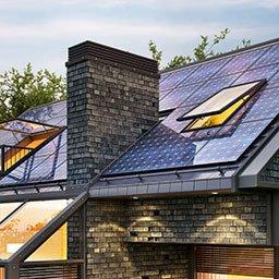 Jak działają panele słoneczne? Czym jest efekt fotowoltaiczny?