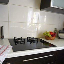 Układanie płytek w kuchni – sprawdź, jak położyć kafelki krok po kroku