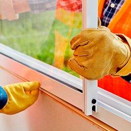 Montaż okien – jak zamontować okno? Wstawianie okna krok po kroku