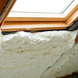 Ocieplenie okna dachowego – na czym polega izolacja okien dachowych?