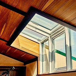 Okno kolankowe (dachowe) – wymiary, cena, wady i zalety