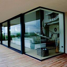 Okno narożne – bez słupka, ze słupkiem, ceny, wady i zalety