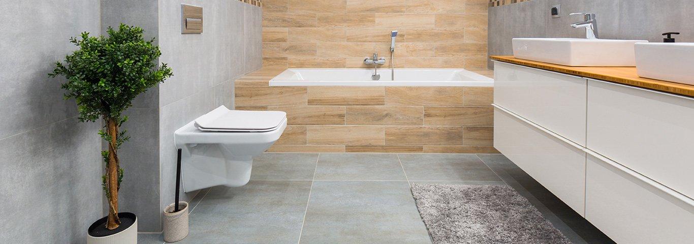 jasne płytki optycznie powiększają łazienkę