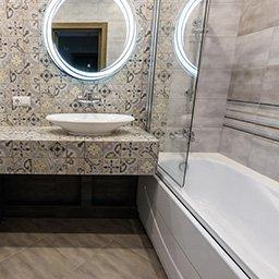Jak optycznie powiększyć  łazienkę? Kilka trików, dzięki którym pomieszczenie zyska przestrzeń
