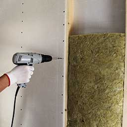 Wyciszenie ściany – sprawdź, jak wygłuszyć ścianę sypialni i pokoju