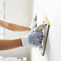 Remont ścian wewnętrznych – konserwacja, gładzenie, tynkowanie