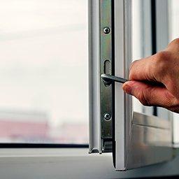 Regulacja okien PCV. Jak wyregulować okno plastikowe?