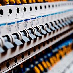Rodzaje bezpieczników elektrycznych (topikowe, przepięciowe, różnicowoprądowe)