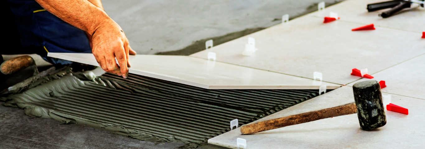 bezfugowe układanie płytek wymaga dużej precyzji i znajomości kilku zasad