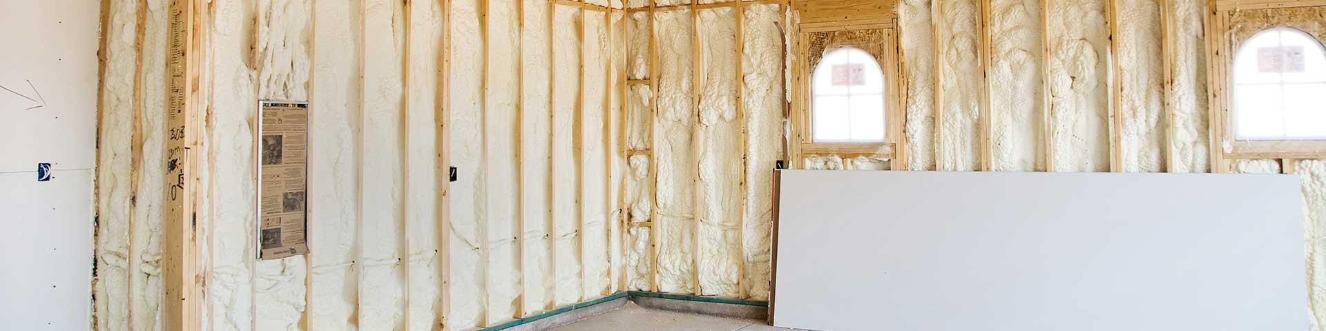 ocieplenie pianką poliuretanową domu drewnianego od wewnątrz