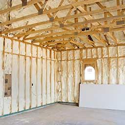 Ocieplenie domu drewnianego: od zewnątrz czy od wewnątrz?