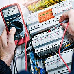 Uprawnienia sepowskie – jak zdobyć uprawnienia SEP? Co dają uprawnienia elektryka?