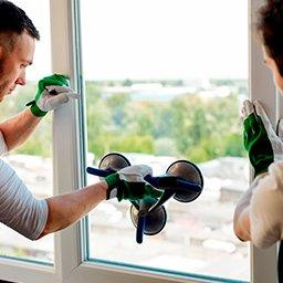 Wymiana szyby w oknie – co zrobić, gdy pęknie szyba? Ile kosztuje wymiana?