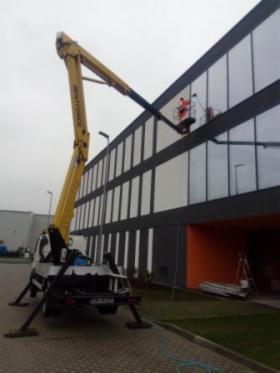 Mycie okien, przeszkleń, fasad, dachów, elewacji