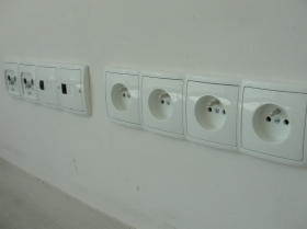 Montaż podstawowego osprzętu elektrycznego.