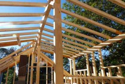 Więźby dachowe: sprzedaż, montaż lub kompleksowe wykonanie dachu -