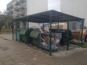 Boks na pojemniki na odpady zadaszenia