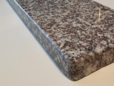 PARAPETY/ STOPNICE z granitu brazowo-szarego Brąz Królewski poler. o grubości 2 cm, wym. 200x30 cm