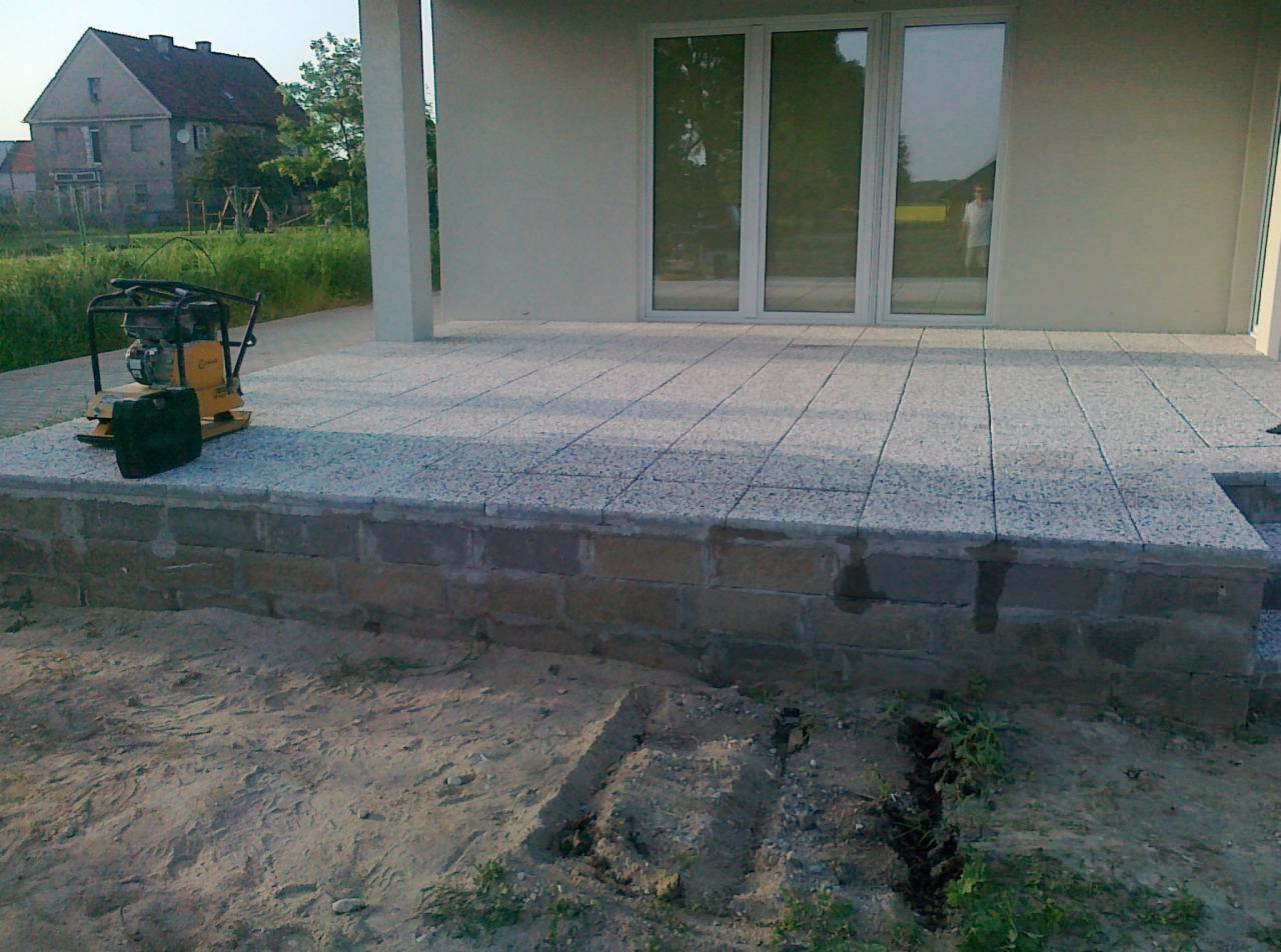 Układanie Płyt Betonowych Lub Granitowych Na Tarasie