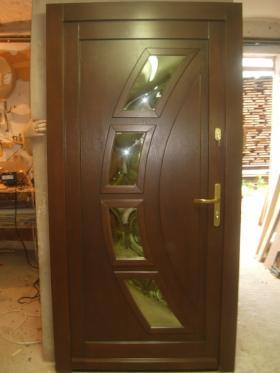 Produkcja i montaż drzwi drewnianych wewnętrznych i zewnętrznych., oferta