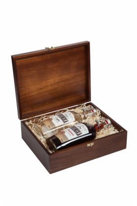 Wódka Toruńska 1884 2*500 ml w skrzynce z logo