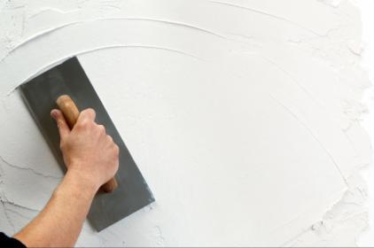 Szpachlowanie, Wyrównywanie powierzchni, Korygowanie nierówności ścian i sufitów