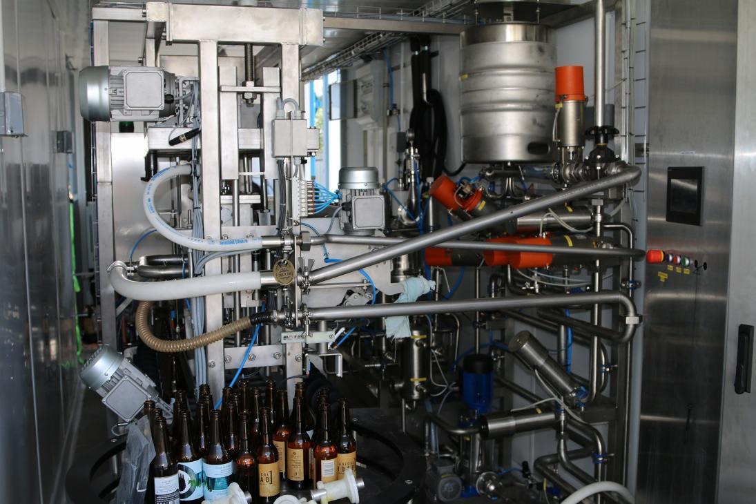 Inne rodzaje KOMPAKTOWA Linia rozlewnicza do piwa napojów Szklane butelki FS22
