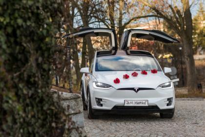 Tesla X do ślubu