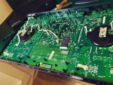Naprawa komputerów, telefonów i innych urządzeń elektronicznych.
