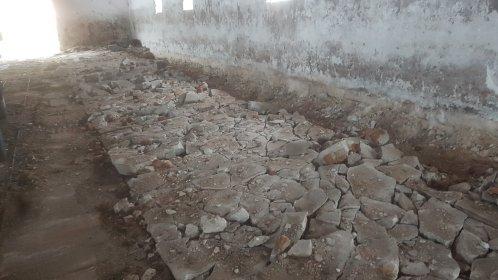 Kucie  betonu minikoparka z mlotem wyburzenia, oferta