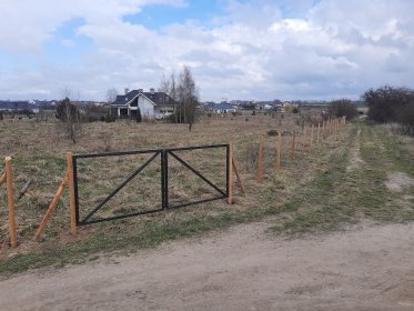 Montaż ogrodzenia z siatki leśnej . Ogrodzenie budowlane , hodowlane , tymczasowe, oferta