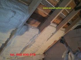 Ocieplenie poddasza dachu Pianką Natryskowo