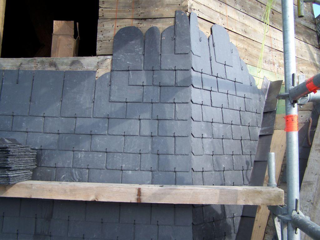 Pokrycie Dachu Płytkami Dachowymi Lub łupkiem Naturalnym