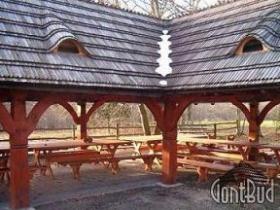Układanie gontu drewnianego, altany ogrodowe, domki narzędziowe kryte gontem