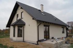 budowa domu parterowego z użytkowym poddaszem
