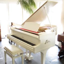 Bialy fortepian Ritmuller