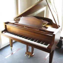 Gabinetowy fortepian Sauter, dł. 140cm