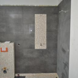 Remonty łazienek. Układanie okładzin ściennych