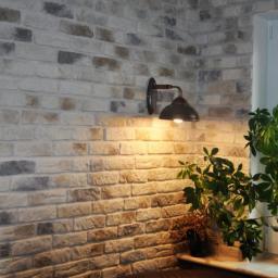 ściana rustykalna imitacja cegieł