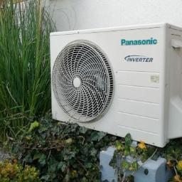 Panasonic Aquarea typu powietrze-woda, ogrzewająca dom piętrowy o powierzchni użytkowej ponad 100 m2.