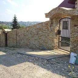 KRISBUD ogrodzenia z kamienia, z cegły, kamieńiarstwo budowlane, fundamenty pod ogrodzenia - Fundamenty Wieliczka