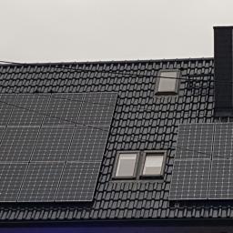 Panele LG - wysoka jakość i piękny design - idealne na ciemną dachówkę