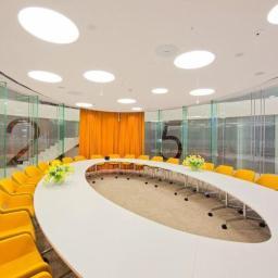Sala konferencyjna. Konstrukcja szklana.