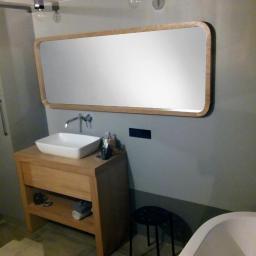 szafka łazienkowa oraz lustro