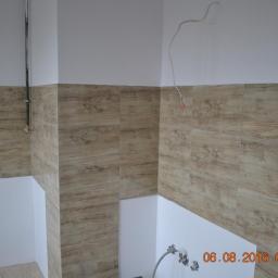 Położenie gresu na ścianie