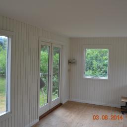 Układanie paneli ściennych i podłogowych