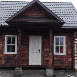Postarzany, stary  dom z drewna